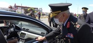 """Jandarma Genel Komutanı Orgeneral Çetin trafik denetimine katıldı Jandarma Genel Komutanı Orgeneral Arif Çetin: """"Dünyada bir yılda trafik kazalarını yüzde 27 azaltan tek ülkeyiz"""" """"Sürücülerimiz dikkatli ve daha hassas"""""""