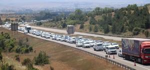 Bolu'da tatilcileri taşıyan araçlar trafiği durma noktasına getirdi Karadeniz Bağlantı Yolu'nda araç kuyruğu 15 kilometreyi buldu Saatlerdir yolda olan tatilciler trafiğe isyan etti