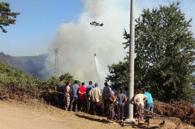 Köylüler yangın söndürme çalışmalarını üzüntüyle izliyor Helikopterler sorti yaparak söndürme çalışmalarına destek veriyor