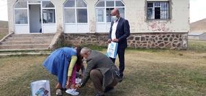 Çaldıran belediye Başkanı Ensari, bayram öncesi çocukları sevindirdi