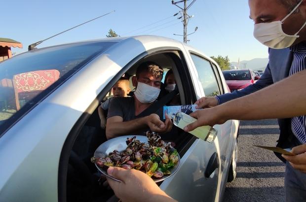 İslahiye kaymakamından uyarı ve şeker ikramı