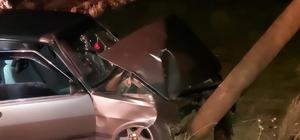 Siirt'te kontrolden çıkan araç elektrik direğine çarptı: 6 yaralı
