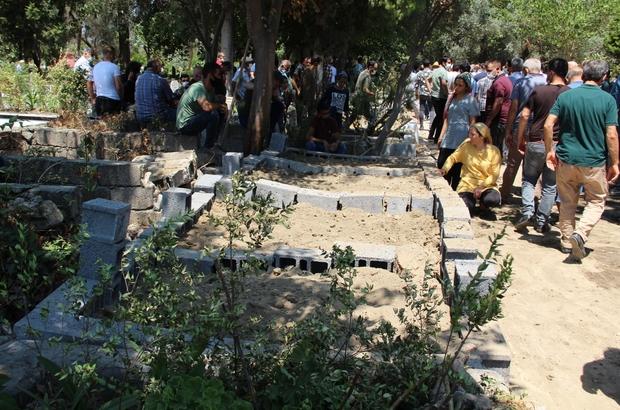 Kuyu faciasında ölenler toprağa verildi Adana'da açtıkları su kuyusunda metan gazından zehirlenen 4 kişi Hatay'da yan yana toprağa verildi Anne Fatma Karahan, oğulları, torunu ve gelinin mezarı başında ağıtlar yakarak gözyaşı döktü