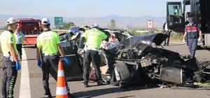 Bolu'da meydana gelen kazada ölenlerin kimlikleri belirlendi Otomobil tıra ok gibi saplandı: 3 ölü, 1 yaralı