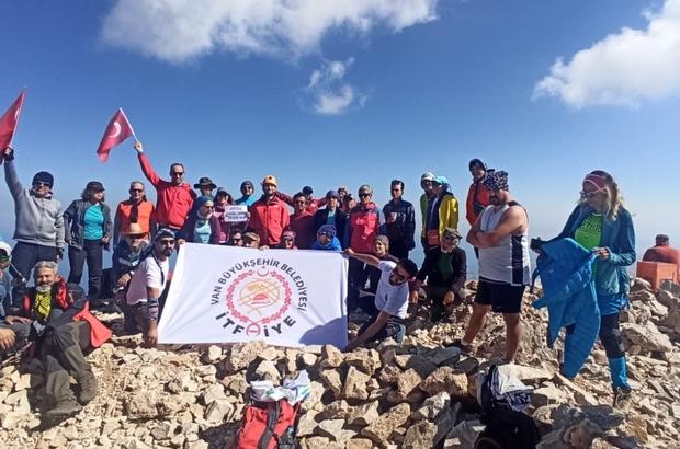 Van Büyükşehir Belediyesinin itfaiyecileri Ağrı Dağı'na tırmanacak