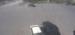 Bolu'da kontrolden çıkan otomobil dinlenme tesisi tabelasına çarptı Kaza yapan otomobilin savrulma anları güvenlik kamerasına yansıdı