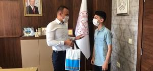 Ağrılı Yazılım Şampiyonu öğrenci Atılmış'tan Milli Eğitim Müdürü Tekin'e ziyaret