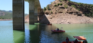 """Gülistan için baraj gölü minimum seviyeye düşürüldü, sualtı arama çalışmalarına başlandı Vali Mehmet Ali Özkan: """"Barajın tahliyesi suyun düşürülebileceği minimum seviyeye kadar gerçekleştirilmiştir"""""""