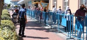 """Vali Akın: """"Korona virüs sürecini hep birlikte atlatacağız"""" Kırşehir'de, sosyal mesafe ve maske denetimleri Vali Akın, Belediye Başkanı Ekicioğlu ve Ahi esnaf temsilcileri desteği ile yapıldı"""