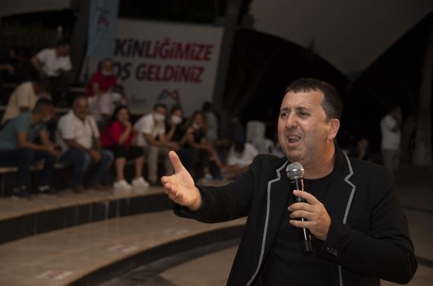 Büyükşehir Belediyesinin 'Komik Gazino' gösterisiyle sahil şenlendi Tiyatro sanatçısı Metin Zakoğlu'nun yazıp yönettiği ve anlatıcısı olduğu 'Komik Gazino' gösterisiyle Mersinliler kahkahaya doydu