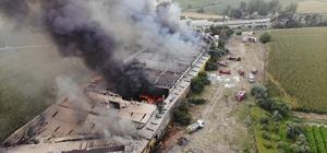 Manisa'daki mobilya fabrikası yangını kontrol altına alındı Fabrikanın yandığını gören çalışanlar ve yakınları fenalık geçirdi Yangına, orman yangın söndürme helikopteri de müdahale etti Alevlere teslim olan fabrika havadan görüntülendi