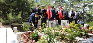 Afyonkarahisar'da 100 şehit mezarı 60 günde yenilenecek Kentte 250'den fazla şehit için mezarı için 'Şehit Bilgi Sistemi' oluşturulacak Kentteki şehit mezarları artık koordinat ile bulunacak