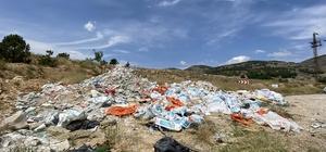 Sarıcakaya yolu çöp ve moloz yığınlarından kurtulamıyor Belediyenin uyarı levhası da sorumsuzları caydıramıyor