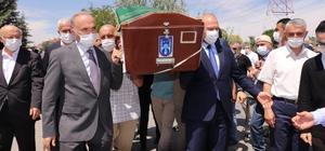 Bakan Soylu, Düzce Belediye Başkanı Faruk Özlü'yü acı gününde yalnız bırakmadı Düzce Belediye Başkanı Faruk Özlü'nün kayınpederi son yolculuğuna uğurlandı