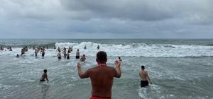 Karadeniz'de boğulma vakaları gençleri gönüllü cankurtaranlığa yönlendirdi Artan boğulma vak'alarının önüne geçmek için gönüllü cankurtaranlık yapıyor Akçakoca'da köylüler gönüllü can kurtaranlık yapıyor
