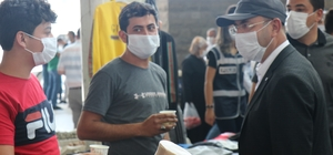 CHP, sıcakların bunalttığı Kırşehir'de, Pazar esnafına limonata dağıttı