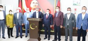 AK Parti Yerel yönetimler Başkan Yardımcısı Yanılmaz, Ak Partili yerel yöneticilerle bir araya geldi