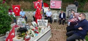 Eren Bülbül şehit edilişinin 3. yıldönümünde mezarı başında anıldı Ağrı Belediye Başkanı Savcı Sayan beraberindeki bir grup Ağrılı anne ile anma törenine katılarak Eren'in annesinin acısını paylaştı