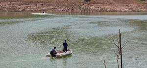 Kayıp Gülistan için suda ve karada aramalar sürüyor Kayıp Gülistan için özel harekat polisleri de karada ve kıyıda aramalara başladı