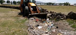 Çaldıran Belediyesinden kırsal mahallelerde temizlik çalışması