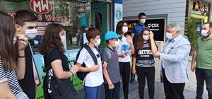 Çorum'da maske denetimi Denetime çıkan Başkan Aşgın'dan simitçi ve dondurmacılardan maskesi olmayanlara satış yapmamaları istedi Trafik polisleri anonslarla uyardı