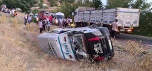 Tarım işçilerinin fındık yolculuğu başlamadan bitti Tarım işçilerini taşıyan minibüs ile kamyon çarpıştı, 12 kişi yaralandı