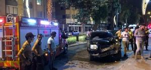 Kamyonet evin bahçe duvarına çarptı, 3 kişi yaralandı