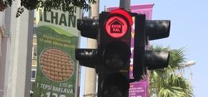 Suriye sınırında trafik ışıklarıyla 'Eve git' uyarısı