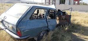 Kamyon ile otomobil çarpıştı 1'i ağır 2 yaralı