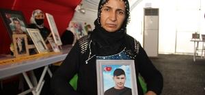 """HDP önündeki evlat nöbeti 345'inci gününde Anne Kamile Küçükdağ: """"Oğluma kefen değil, damatlık giydirmek istiyorum"""""""