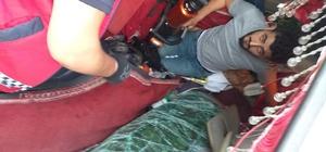 D650 karayolunda çarpışan kamyon ve kamyonet uçuruma yuvarlandı: 2 yaralı Kabinde sıkışan sürücünün yardımına itfaiye koştu