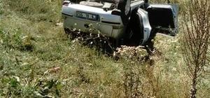 Hatalı sollama pahalıya patladı: 2 ölü, 2 yaralı Düğün konvoyundaki hafif ticari araçla otomobil çarpıştı Bir araçtaki çift hayatını kaybetti, diğer araçtaki çift ise ağır yaralandı