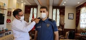Terfi eden ilçe emniyet amiri Kırtıl'ın apoletlerini Kaymakam Sayar taktı