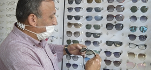 Gözlük alırken çerçeve seçimine dikkat Metal gözlük çerçevesi cilde zarar verebilir Kemik ve metal gözlük çerçeveleri arasındaki farklar çok Göze tam oturmayan, kaşı kapatmayan çerçeve zararlı