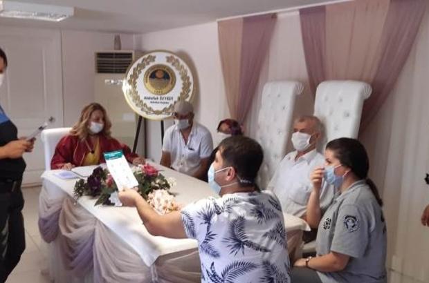 Mersin polisi korona virüse karşı vatandaşları bilgilendirmeye devam ediyor