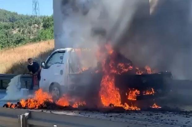 Bursa'da kamyonet seyir halinde yandı