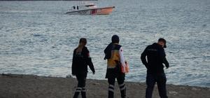 Koyda mahsur kalan 8 kişi denizin durulmasıyla birlikte kurtarıldı Ulaşımı olmayan koyda 8 kişi saatlerce kurtarılmayı bekledi