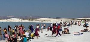 Salda Gölü'nde vatandaşların oluşturduğu çamur havuzları yasaklandı Çamur havuzlarının etrafı çitlerle kapatıldı
