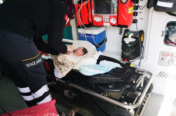 Kadın polis, uygulama noktasında doğum yaptırdı Adana'da uygulama noktasında sancısı tutan kadın, görevli kadın polisin yardımı ile doğum yaptı Dünyaya uygulama noktasında gözlerini açan bebeğe polisin adı verildi