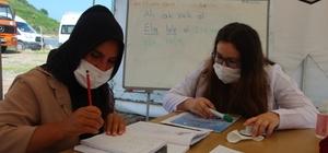 Giresun'da mevsimlik fındık işçileri okuma ve yazma öğreniyor
