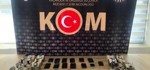 Kahramanmaraş'ta kaçakçılık operasyonu İki ayrı operasyonda çok sayıda kaçak cep telefonu ele geçirilirken, 8 kişi gözaltına alındı