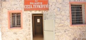 61 yıllık cezaevi halk kütüphanesi oldu