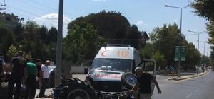 Ambulansla traktör çarpıştı: 1 ağır yaralı