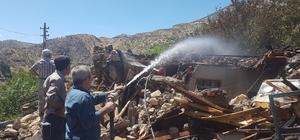 Çelikhan'daki yangında ev tamamen yandı