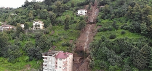 Rize'de şiddetli yağışın ardından dün gece tahliye edilen 2 bina havadan görüntülendi