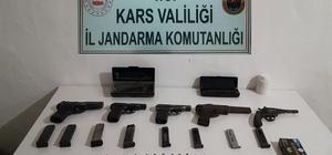 Arpaçay'da cephanelik gibi ev Çok sayıda silah ve mühimmat ele geçirildi