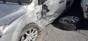 Kontrolden çıkan otomobil durağa çarptı: 1 yaralı