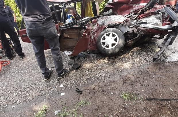 Uşak'ta trafik kazası; 2 yaralı Beton mikseriyle otomobilin çarpışmasında 2 kişi ağır yaralandı Hurdaya dönen otomobil sürücüsü ağır yaralandı
