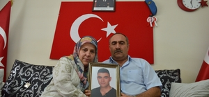 """(Özel) Şehit adının ölümsüzleştirilmesi ailesini gururlandırdı El-Bab şehidi Melih Özcan'ın ismi doğup büyüdüğü ilçenin hastanesine verildi Şehit annesi Melek Özcan; """"Bu bayrağımız var ya hiç inmesin, hep dalgalansın"""" Baba Mehmet Özcan; """"Bir evladım şehit oldu, diğerini de vermeye hazırım"""""""
