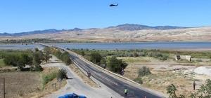 Çorum'da helikopter ile havadan trafik denetimi yapıldı 400 aracın kontrol edildiği denetimlerde 16 araç sürücüsüne 7 bin 708 lira idari para cezası uygulandı